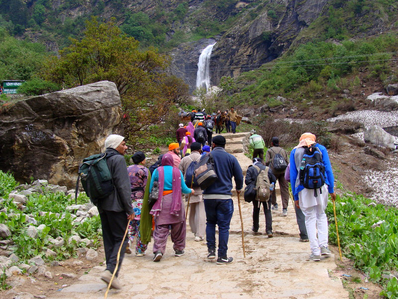 Trekking in Auli